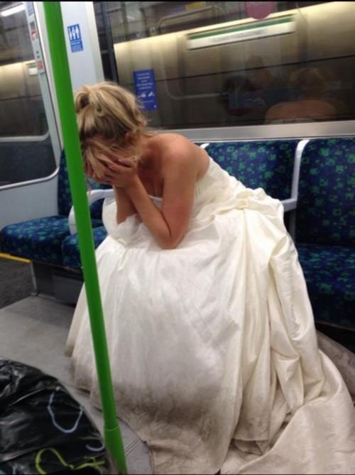 la sposa nel metrò