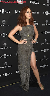 كاتي بيري في مدينة نيويورك بثوب يظهر أرجلها اللامعة
