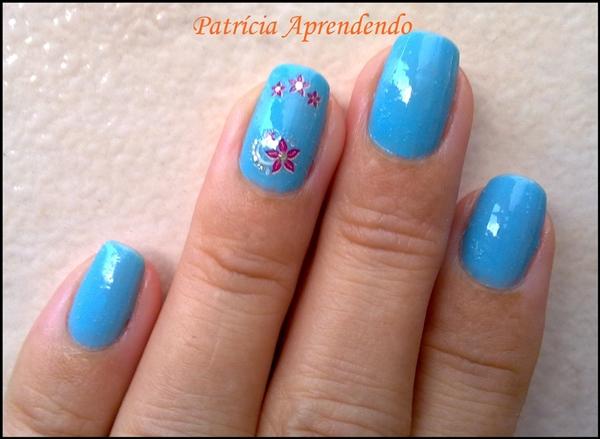 Esmalte Ludurana Céu Azul e adesivos Fing'rs