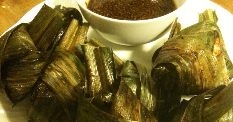 Hiidenuhman keittiössä Broileria pandanlehtiin käärittynä (Gai haaw bai dteuy)