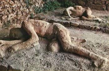 Pompei'de yaşayan insanlar taşa dönüşmüştü