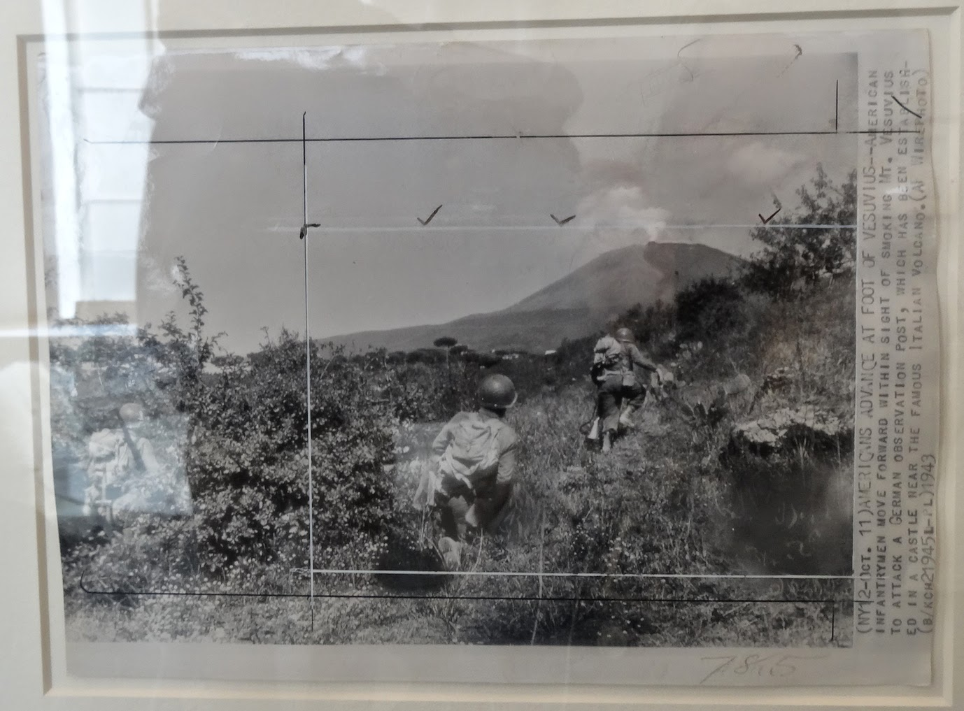Robert Capa - US soldiers in the bush, mt Vesuvius in the background