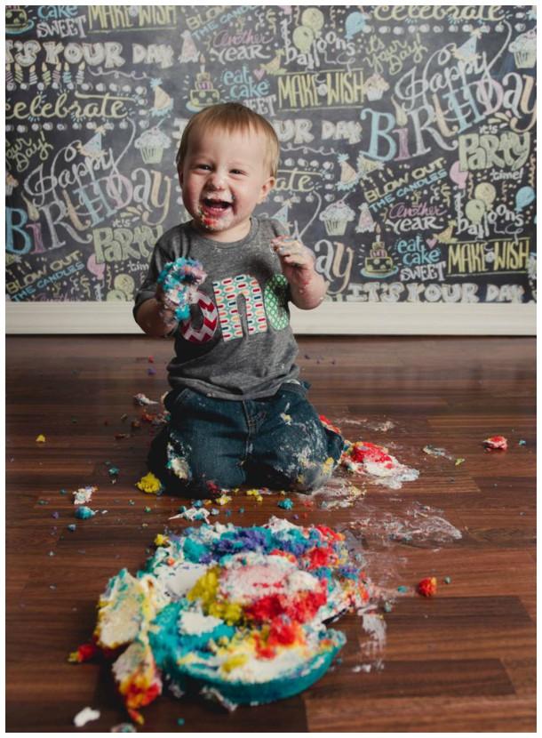 """Muita bagunça e alegria nesse """"smash the cake"""""""
