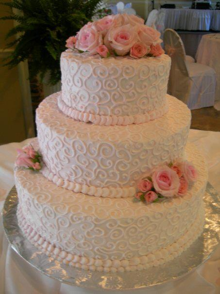 More awesome wedding cakes vecoma at the yellow rivervecoma at gorgeous scroll detailing and precious pink flowers mightylinksfo