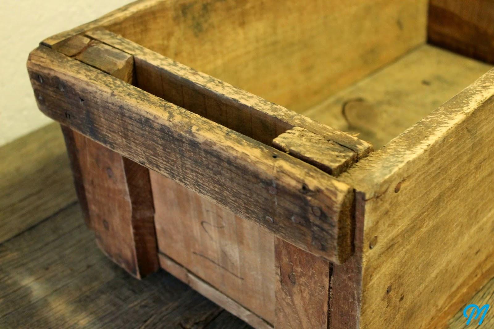 Arrivage de caisses anciennes d 39 atelier publicitaires - Caisse en bois ancienne ...