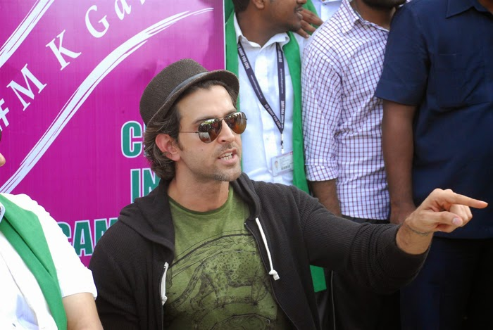 Hrithik Roshan Supports PM's Clean India Campaign Photos