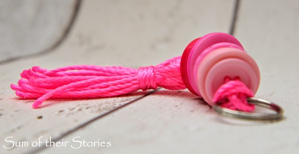 How to make a keyring with nylon thread and ombre buttons