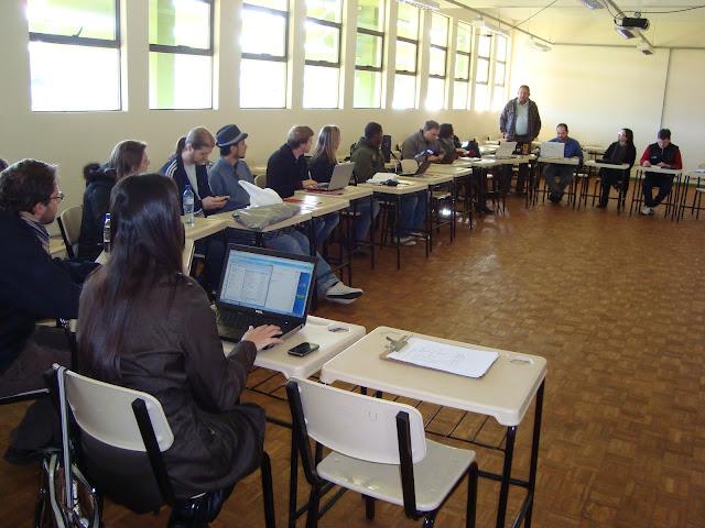 Professores da Unipampa São Borja reunidos em assembleia