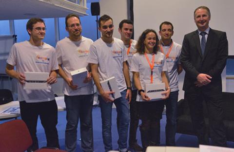Les lauréats du hackathon (avec Serge Matry)