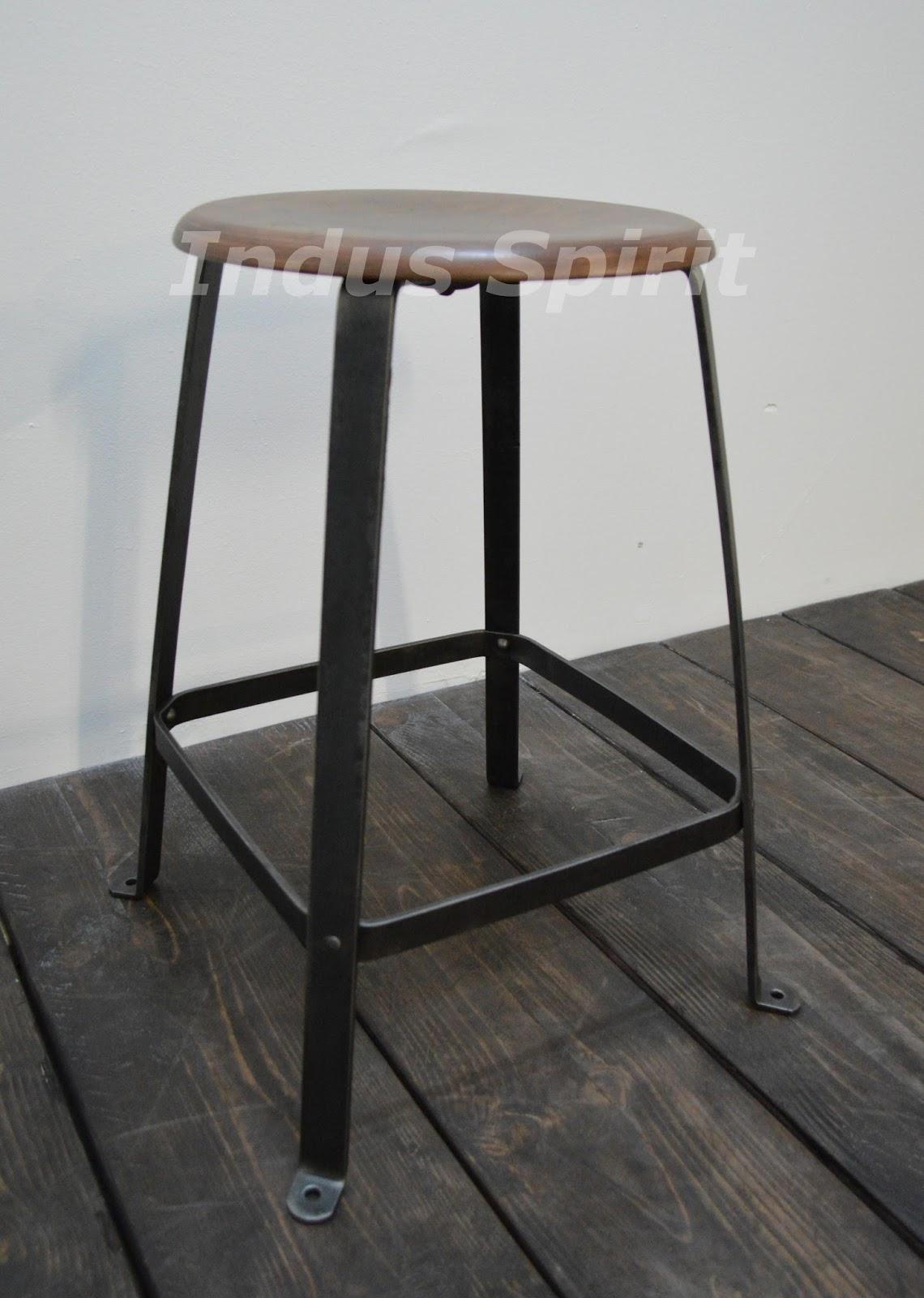 tabouret d atelier bienaise. Black Bedroom Furniture Sets. Home Design Ideas