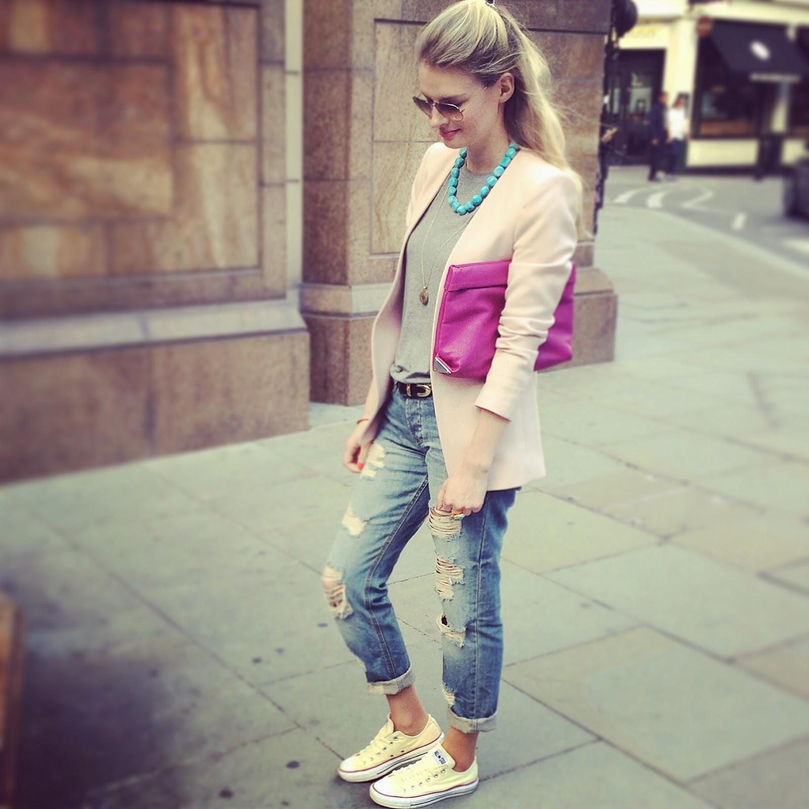 street style, asos jeans, asos denim, converse and boyfriend jeans, pink plazer, london street style, pastel blazer, ripped boyfriend jeans, asos ripped boyfriend jeans, pink clutch