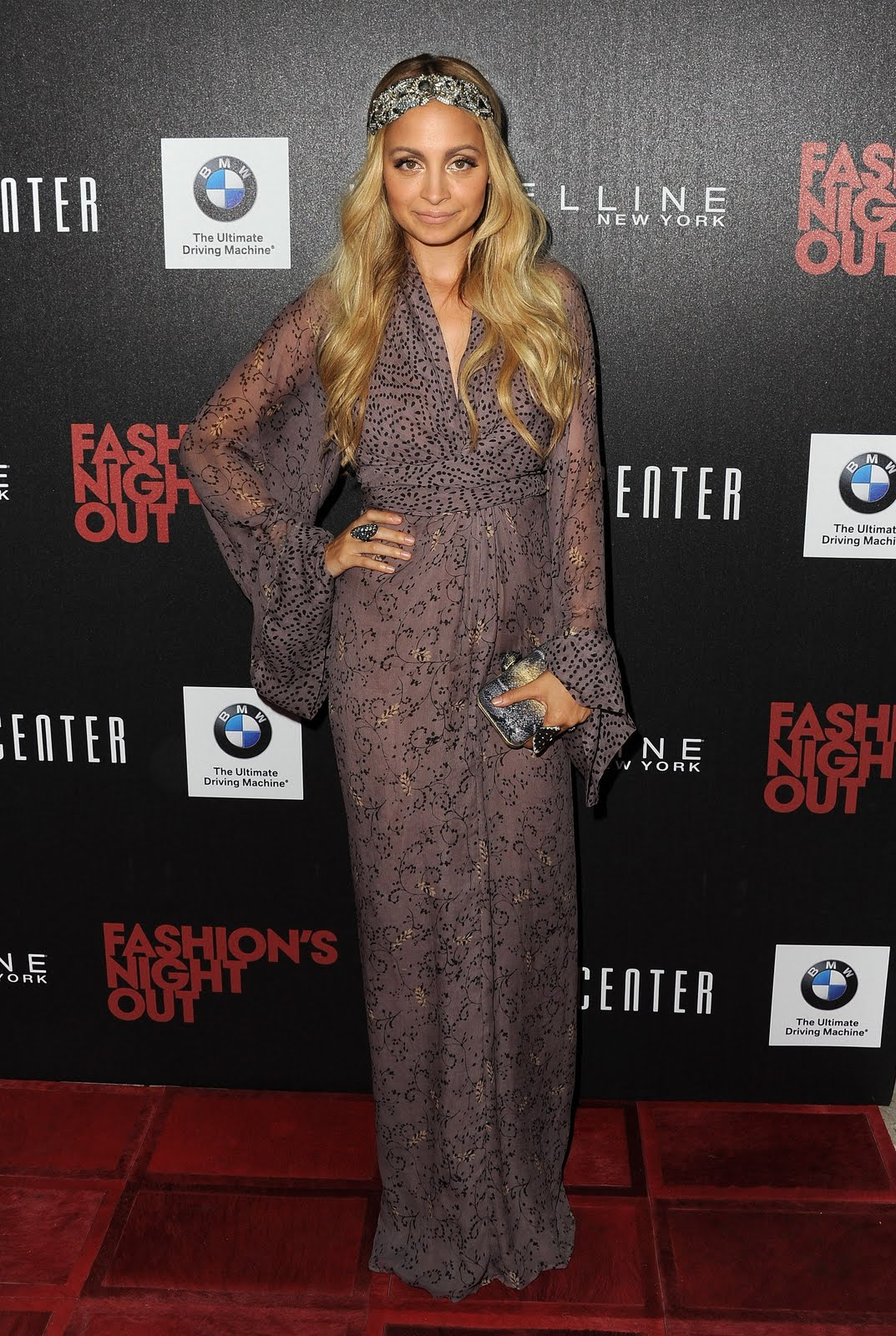 http://4.bp.blogspot.com/-0vFAhMnd8y8/Tmp0B9ck-dI/AAAAAAAAJno/TV3VtMYE4jY/s1600/nicole-richie-beverly-center-winter-kate-kimono-dress.jpg