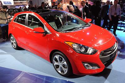 2013 Hyundai Elantra GT Front Angle