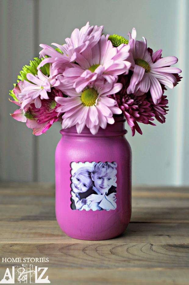 http://www.homestoriesatoz.com/crafts/mason-jar-picture-frame-vase.html