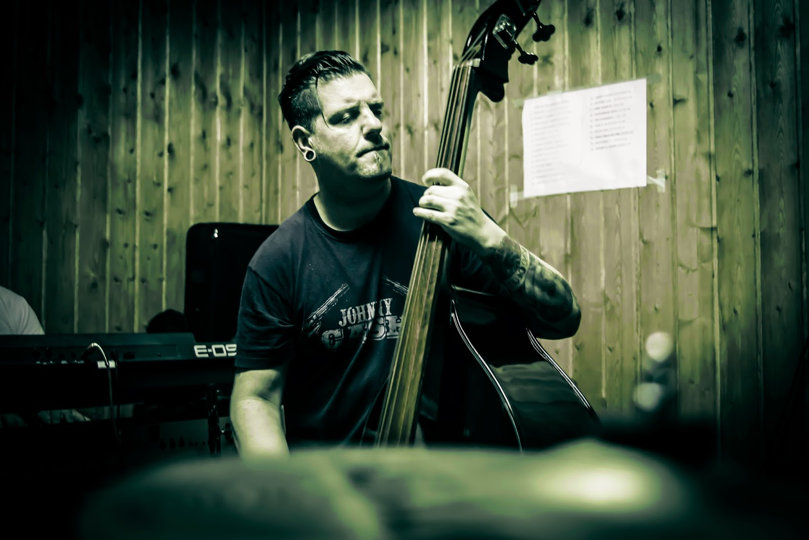 TONY & the Rockheavyllies, rock musica, instrumentos