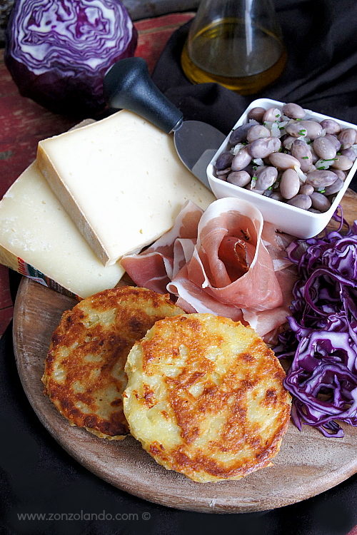 Ricetta tradizionale del tortel di patate trentino con patate - potato cake italian recipe