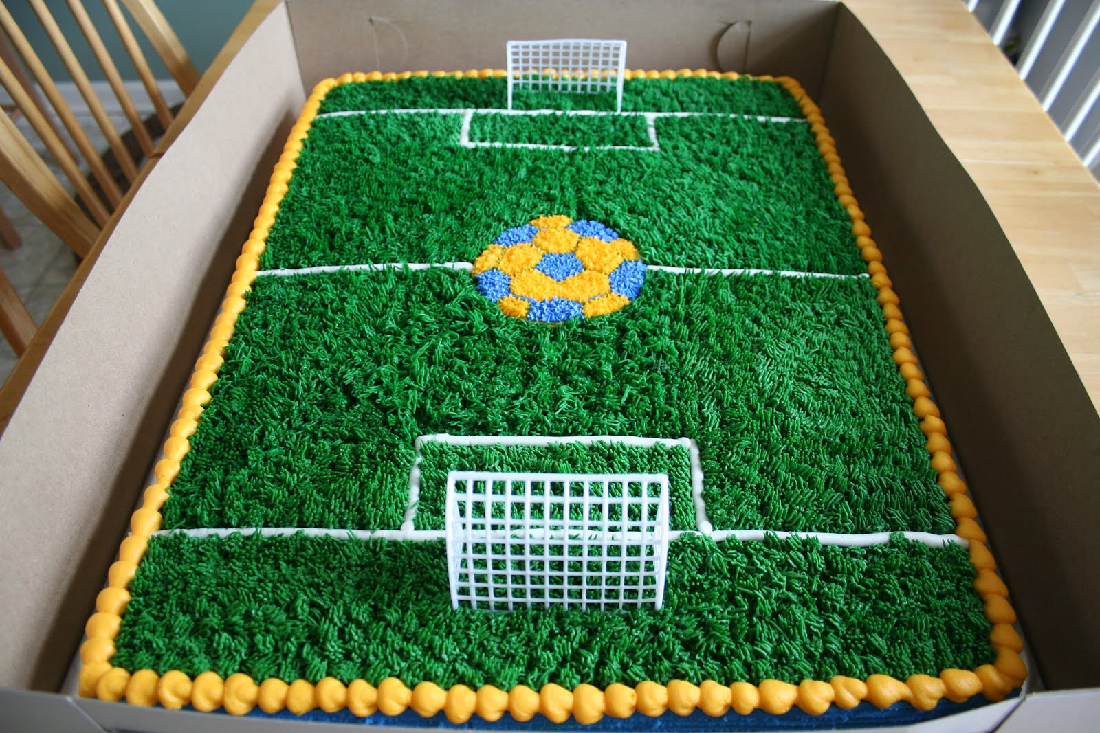 Cake Decorating Football Field : Cakes by Liz: Giant Soccer Field Cake