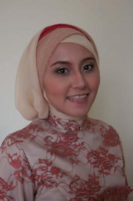 Cara Cantik Memakai Hijab Atau Kerudung Segi Empat Dan Kacamata Dengan Cepat