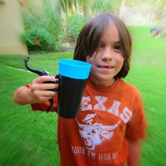 صنع مقابض للكؤوس البلاستيكية من لعب الاطفال