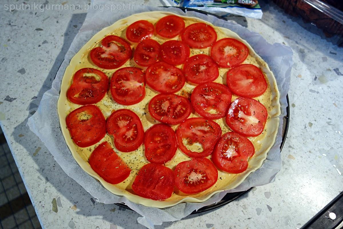 Тонкий тарт с помидорами-приготовление
