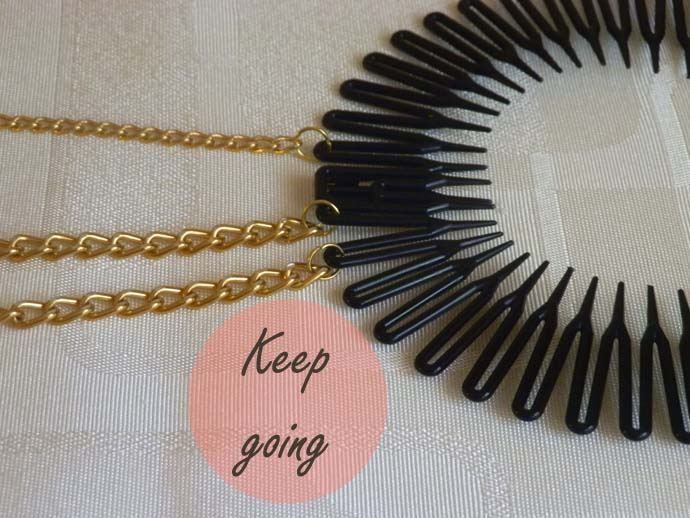 DIY project: tutorial: Glam Chain Headband inspired by Bethany (Macbarbie07); how to make hair accessory with golden chains