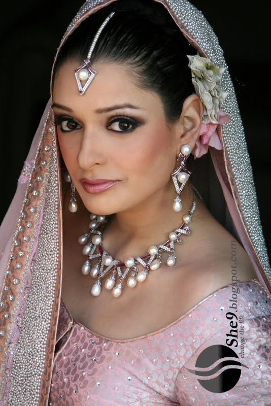 Hindu Bridal Makeup Pictures : Posted bycheeky at 16:40