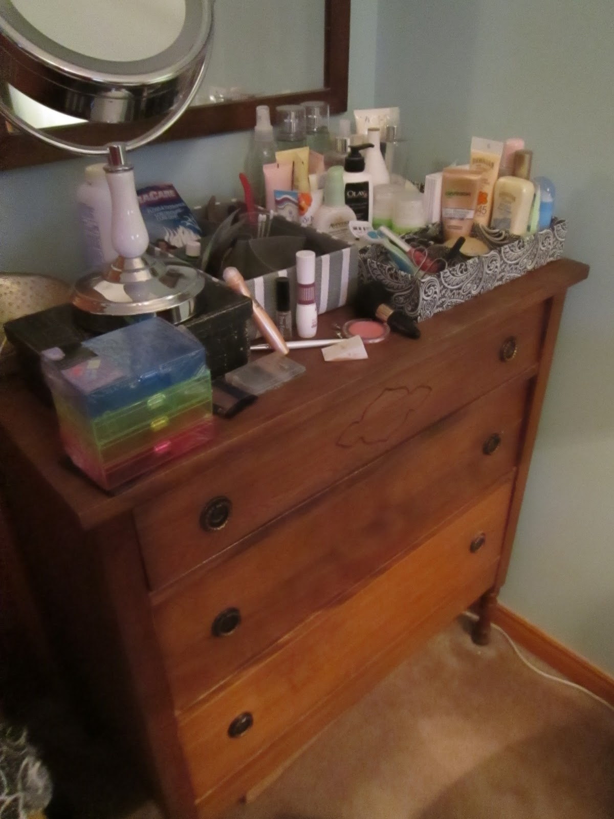 Nov 05,  · Know that there are different ways to organize the top of your dresser. It all depends on what you have, how much space you have, and what you personally find to be the most visually pleasing. This section will give you 67%(18).