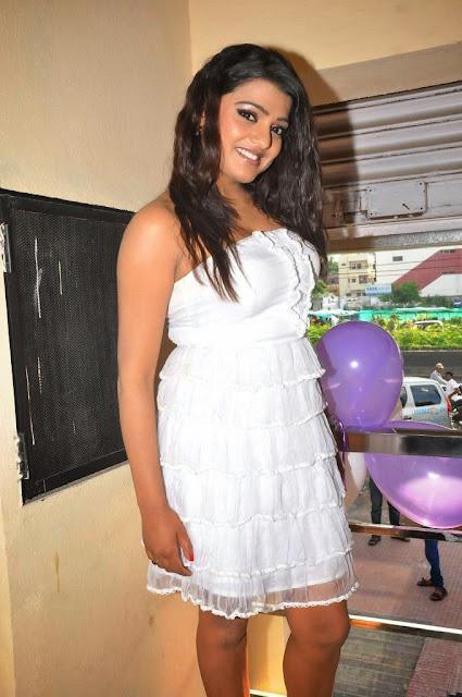 Actress Tashu Kaushik Hot Photo Shoot indianudesi.com
