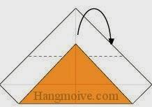 Bước 4: Gấp góc trên tờ giấy ra phía đằng sau.