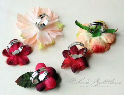 Simple Petaloo Flower Favor Rings - Nichola Battilana