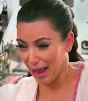 [TEMA] «Feel This Moment» en los Charts - Página 3 Kim-kardashian-crying-over-divorce-kourtney-and-kim-take-new-york