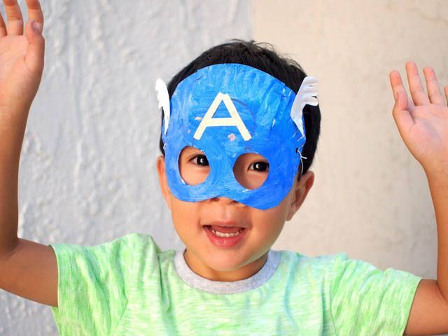 paper plate captain america masks- fun avengers craft for preschoolers