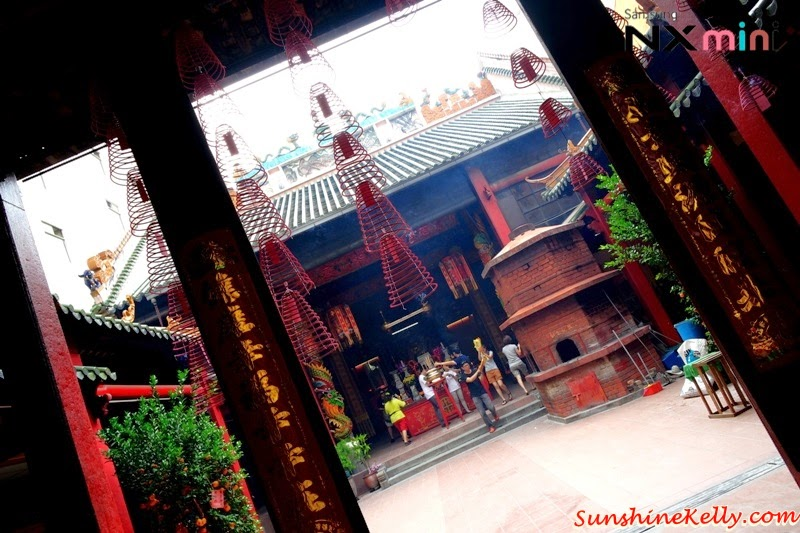 Samsung NX Mini Smart Camera, Photo Marathon Challenge, malaysia historical building, petaling street, chinese temple, taoist temple, kuan ti temple, prayer