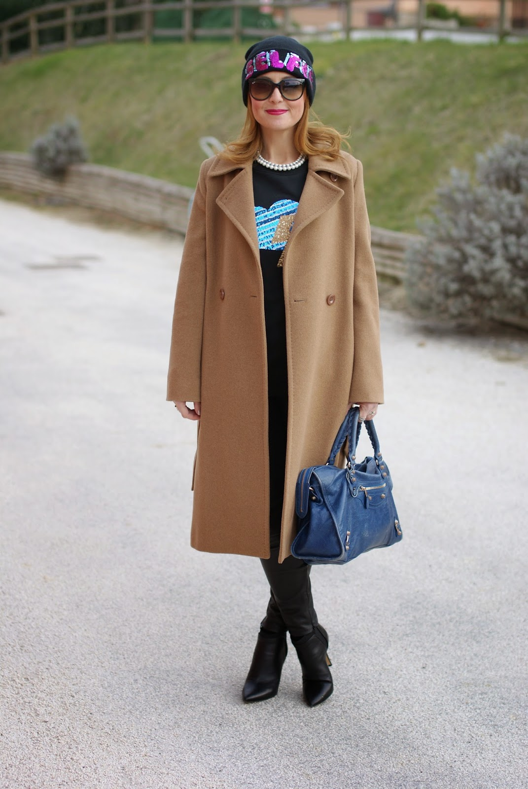 Balenciaga city bag blue, Luca Barra collana perle, Max Mara coat, sunglassesshop italia ray-ban cat eye sunglasses, Fashion and Cookies fashion blog, fashion blogger