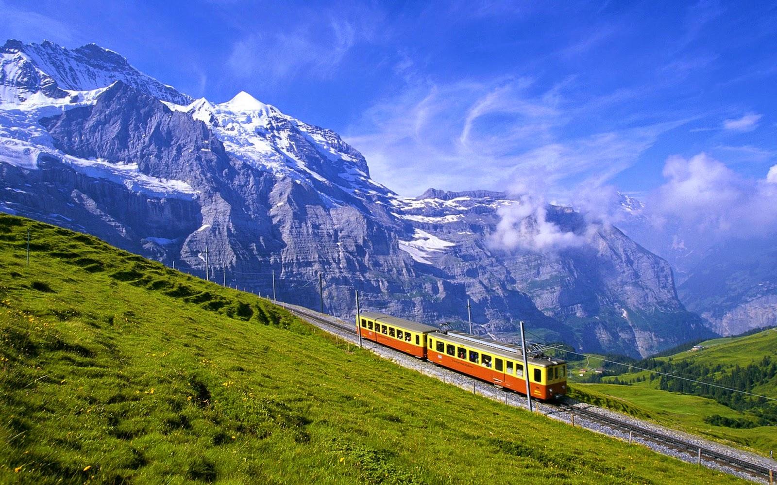 Wallpaper met trein in de bergen