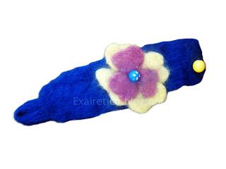 Μπλε χειροποίητο βραχιόλι από felt με μεγάλο πολύχρωμο λουλούδι και Strass