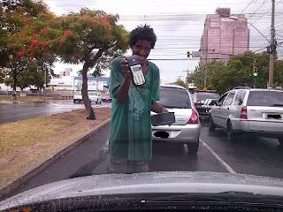 Mendigo maquina de cartão de crédito, Pedinte maquina de cartão de crédito, cartão de crédito,Empreendedor,Criatividade,brasil
