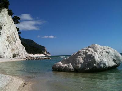 la spiaggia del frate e le tre punte