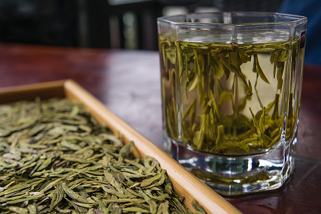 Dégustation de thé vert Long Jing