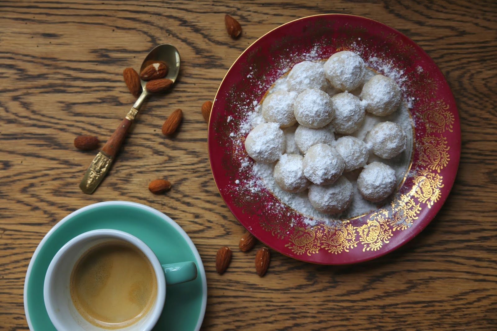 petite kitchen: ALMOND & FRANGELICO SNOWBALLS