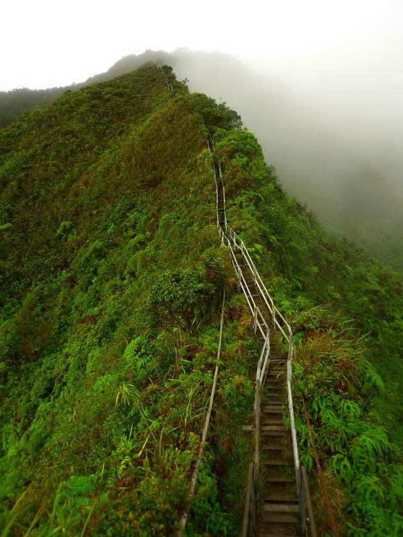 http://4.bp.blogspot.com/-1-0e4S4it-E/UdB6_gwogQI/AAAAAAAAQig/hakv_t2uoa4/s773/Haiku-Stairs.jpg