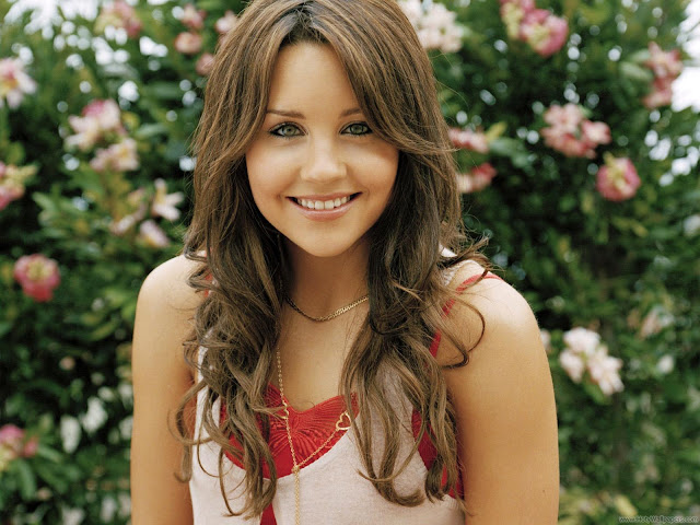 Amanda Bynes Fantastic Wallpaper