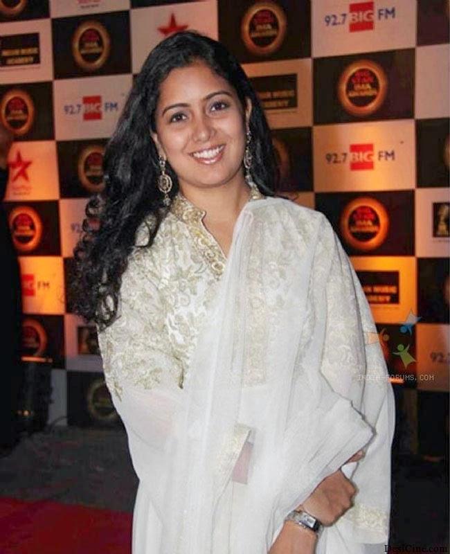 20+Hot+Female+Singers+Of+Bollywood017
