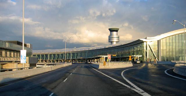 Toronto Pearson International Airport (YYZ) βρίσκεται 22 χιλιόμετρα από το κέντρο της πόλης.