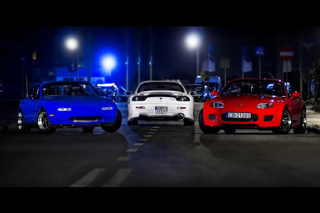 Mazda MX-5 NA, Mazda RX-7 FD & Mazda MX-5 NC, japoński sportowy samochód, motoryzacja, jdm, zdjęcia, fotki, photos, tuning, nocna fotografia, samochody nocą, po zmroku, auto, kultowy, znany, ponadczasowy, legendarny, wankel, rotary, roadster