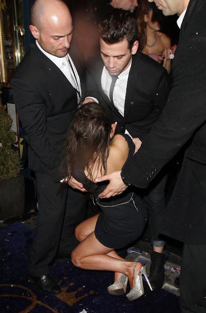 Stephanie Davis Flashing Her Bare Ass Upskirt indianudesi.com