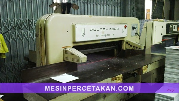 Polar 115 paper cutter machine