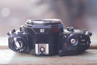 Tampak atas Nikon EM