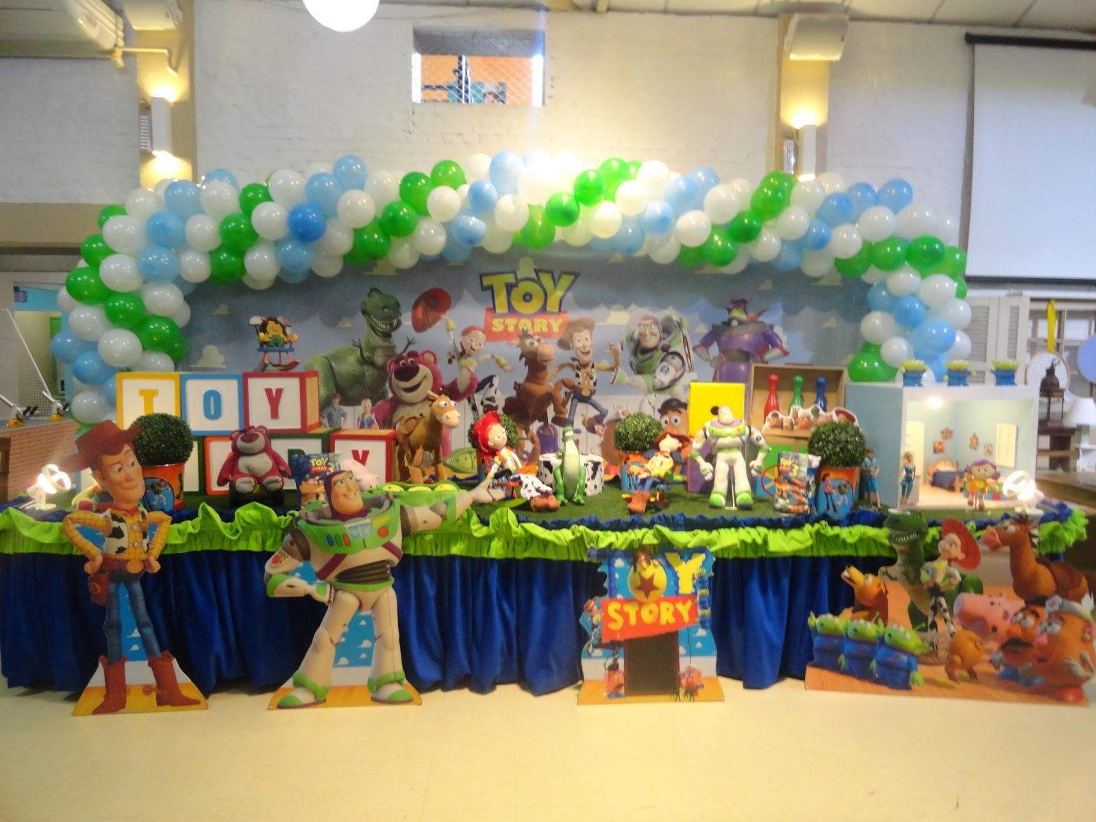 decoracao festa zona leste:Mesa decorada com o tema Toy Story da Yellow Kids Party