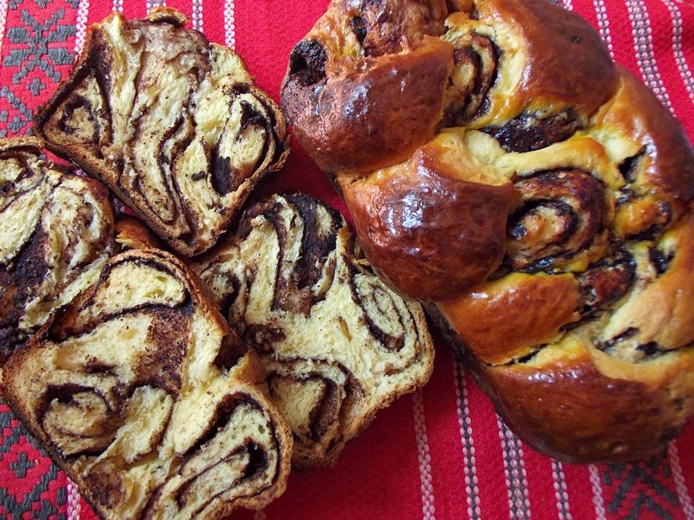 http://www.caietulcuretete.com/2013/04/cozonac-impletit-cu-cacao.html